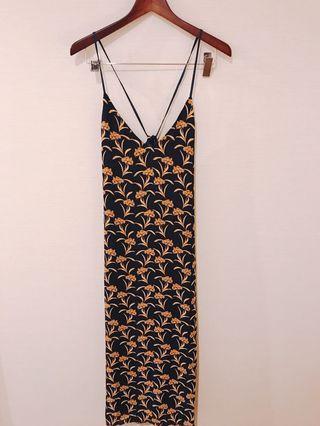 🚚 肩帶可調整的度假風花紋長裙