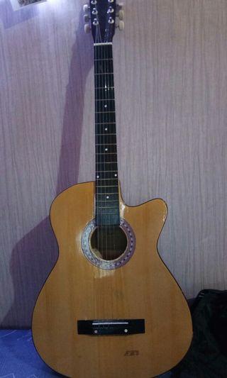 Gitar dengan gratis tas gitar yamaha
