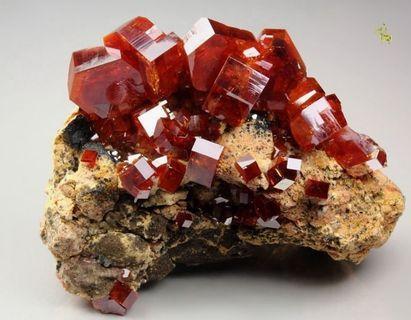Minerals Vanadinite #ENDGAMEyourEXCESS