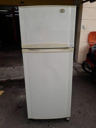 Peti ais,Lg,2pintu,Very Good Condition With One Month Warranty working Condition 100%  prefer self pic up trasport can manage will be charged  BuyerCan call/Sms Or Whatsup.0142259035  Taman pandan cahaya jalan 2/3