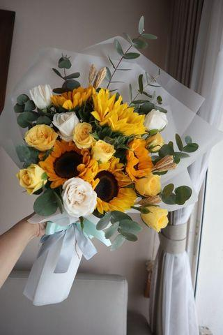 🚚 Sunflowers roses bouquet for all occasion (weekly promo)