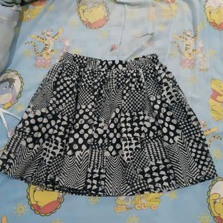 Rok Mini hitam putih