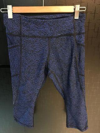 Lululemon 3/4 blue sapphire print leggings