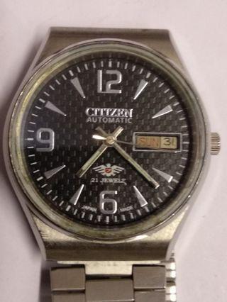 星晨男裝自動日曆手表,21石,黑色表面,37mm,行走正常,品相如圖。