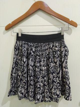 Flare Skirt/ Rok Motif