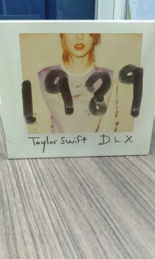 CD Taylor Swift 1989. Bonus foto2 Taylor Swift. Ori dari Belanda!