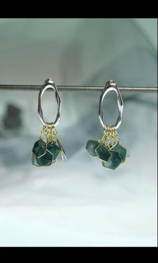 BN Emerald Petals Wave Frame Earrings