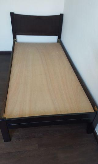 🚚 Single Bed Frame and warbrode