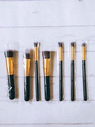 🚚 BNIP 7 Gold Make Up Brushes Set
