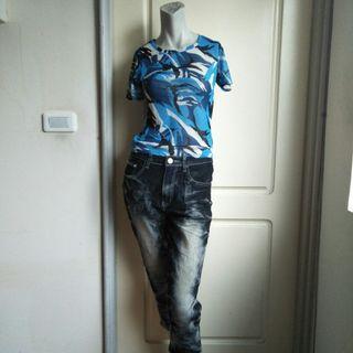 🚚 【onsale】韓製藍黑白幾何迷彩圖案短袖絲紗上衣.短袖T恤