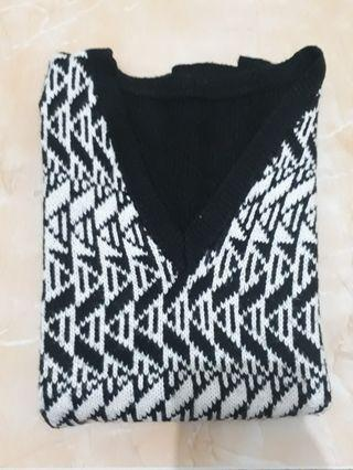 Sweater wol hitam putih