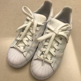 Adidas super star 全白 23.5cm(適合24cm的穿)九成新
