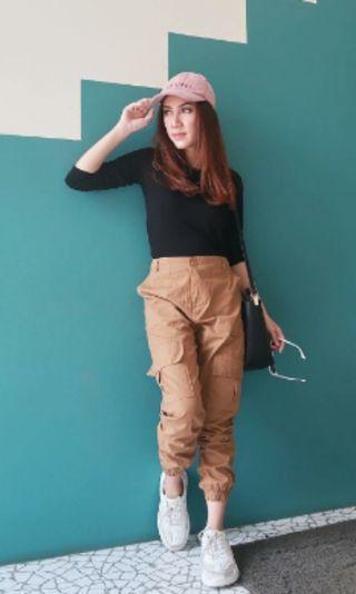 jogger pants stradivarius lookalike brown