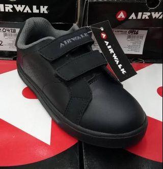 Sepatu sekolah airwalk