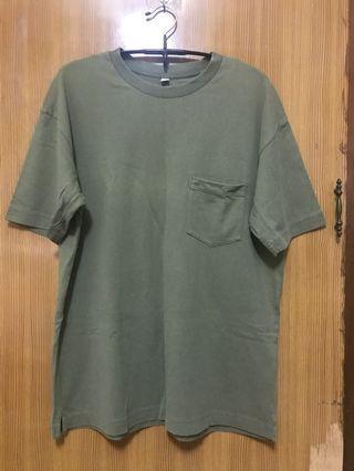 UNIQLO 墨綠色口袋短T