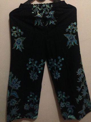 Celana panjang batik wanita
