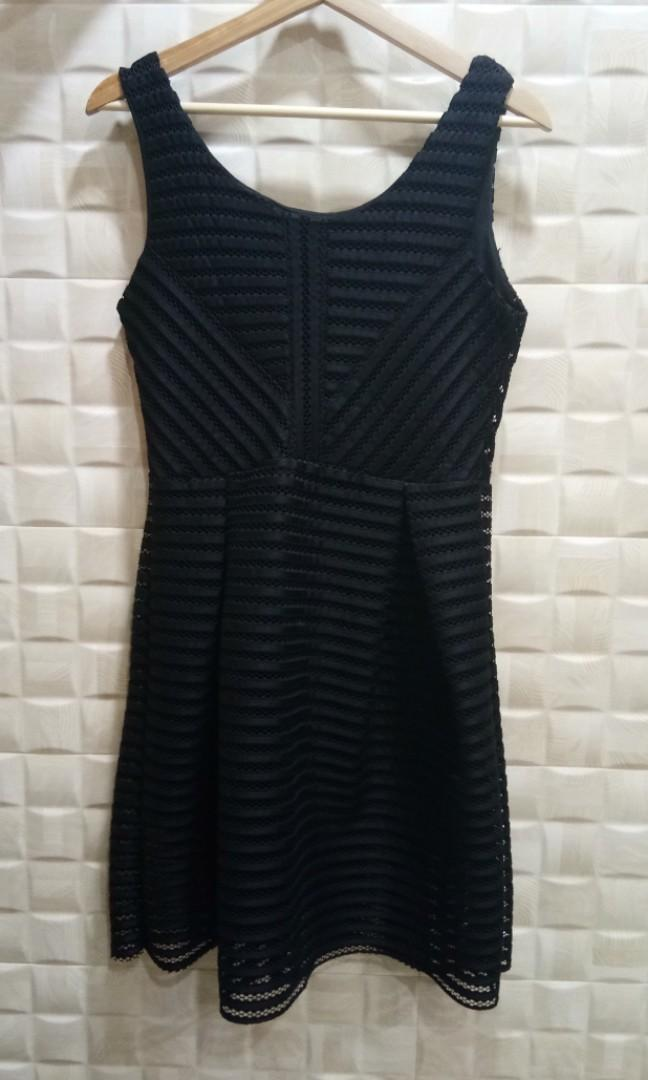Black Sleeveless Striped-Net Dress