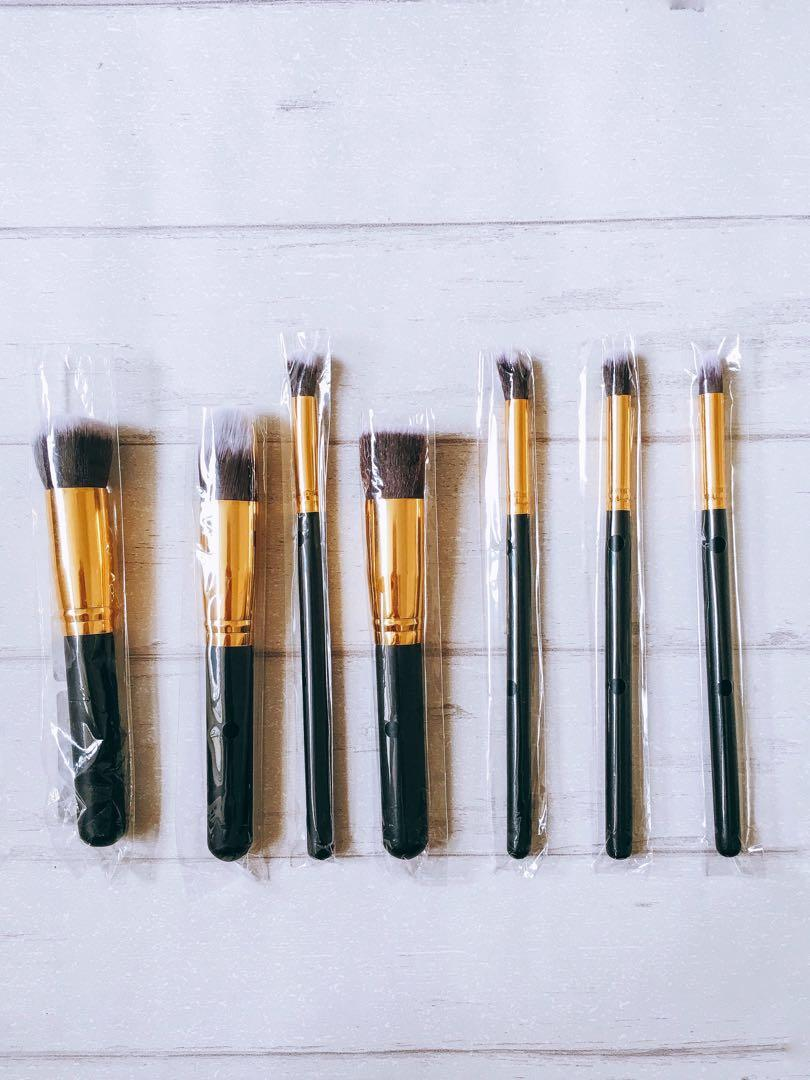BNIP 7 Gold Make Up Brushes Set