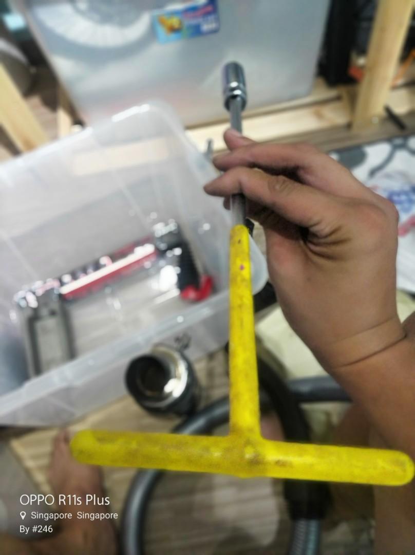 Spark plugs opener