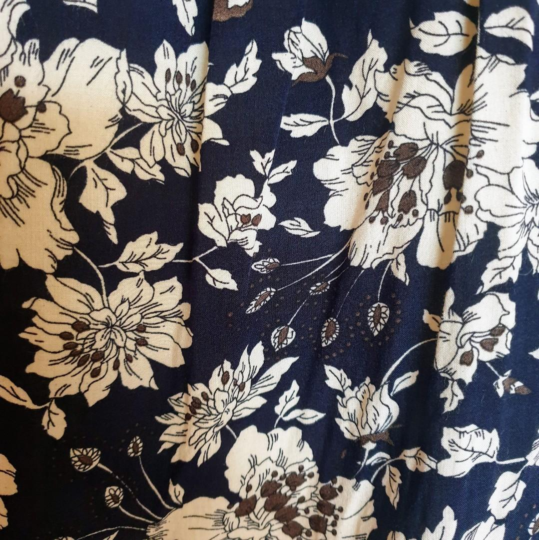 Women's size 16 'PORTMANS' Stunning navy floral print short sleeve blouse-AS NEW