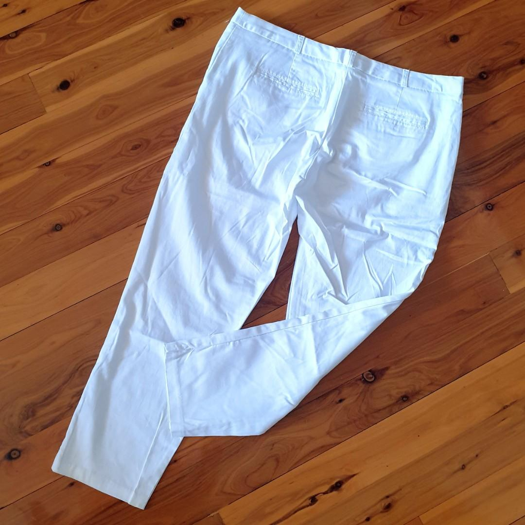 Women's size 16 'TARGET' Gorgeous white ankle length pants - AS NEW