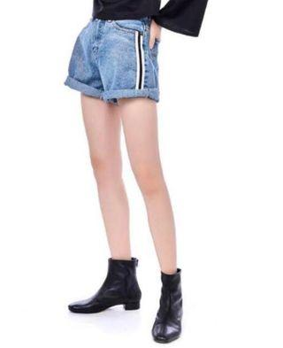 🚚 side stripes blue denim high waisted shorts