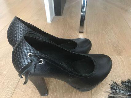 12 cm black heels