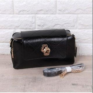 TAS IMPORT SOFT SURFACE CHAIN MESSENGER BAG