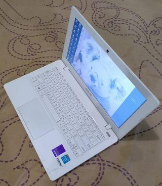 Notebook ASUS X200CA Putih Susu