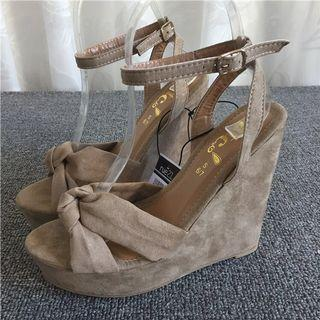 Apricot Color Ribbon Wedges