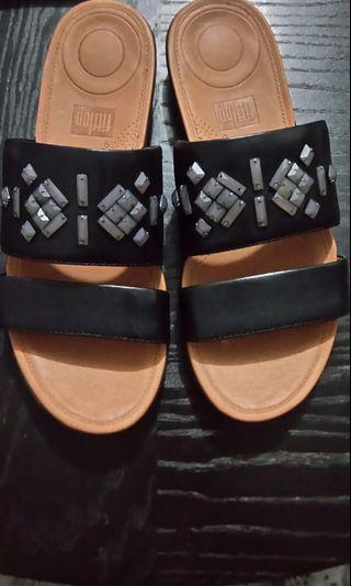 206223f70899 Fitflop US07 Delta Leather Slide Sandals
