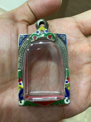 Amulet sliver casing