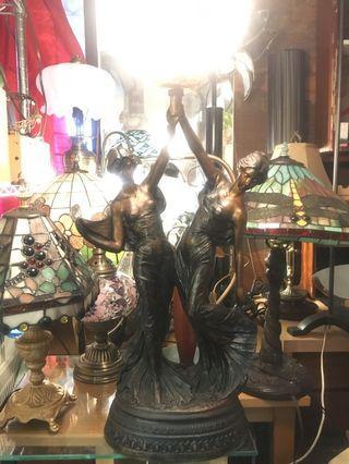 早期藝術桌燈