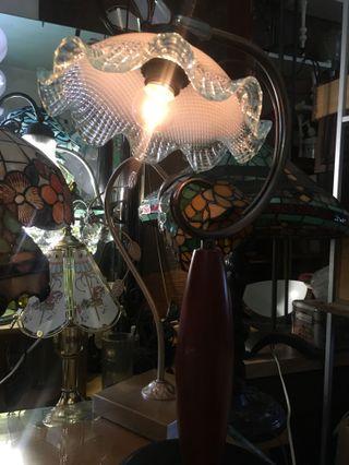 早期玻璃桌燈