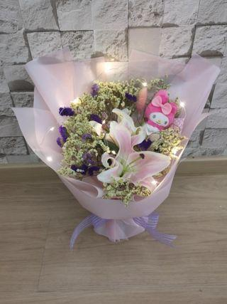 Lily bouquet with melody