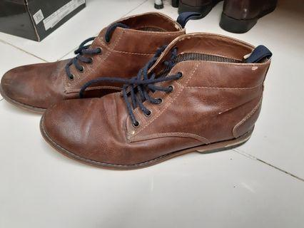 H&M Men shoes size 9 leather