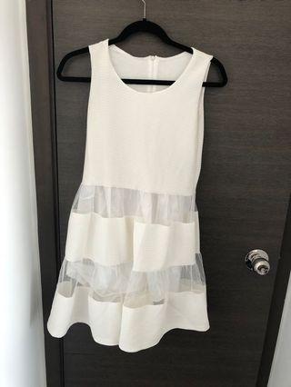 白色小女裙 white dress with see through details
