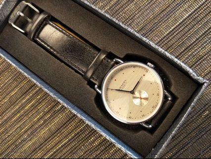 🚚 NOMOS 皮革手錶