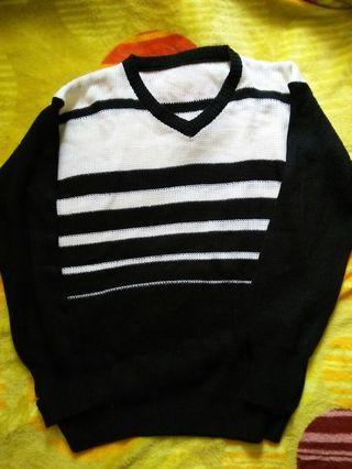 Sweater hitam putih