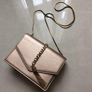 Clutch Charles & Keith warna rose gold