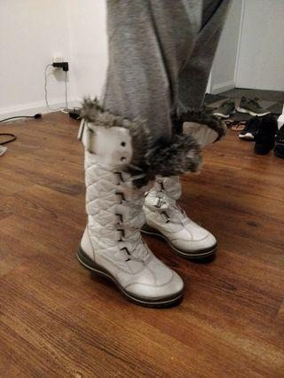 FREE size 6 snow boots