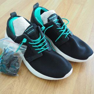 [GENUINE & NEW] Kickstarter Tropicfeel Monsoon Travel Sneaker (Women size 40, black, extra laces)