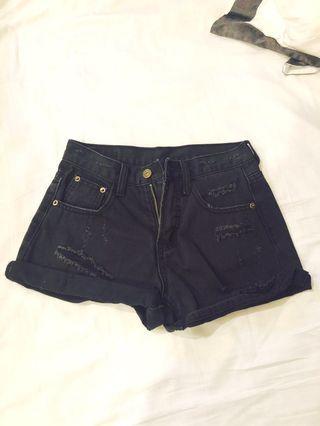 🚚 迷你黑短褲(第三張看穿上效果)