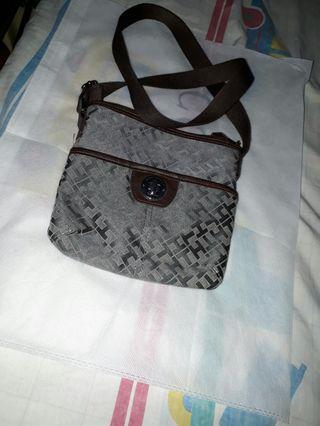Tommy hillfinger sling bag