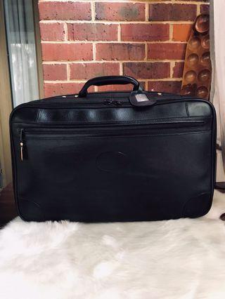 bc0679e78d1 Authentic Vintage Gucci Traveling Bag   Suitcase