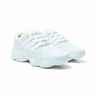 Sneakers white