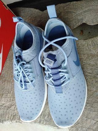 Nike sport shoe for women