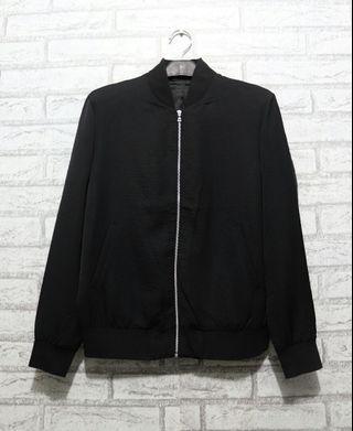 Jaket Outerwear Wanita Original Uniqlo hitam not GAP H&M