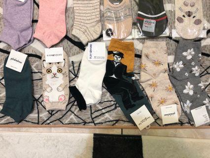 🚚 韓國帶回 全新短襪 長襪 墨綠色 可愛貓貓 造型黑邊白襪 默劇先生 米色花花 灰色花花長襪 $45現金價 另開賣場下標呦