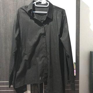 Detail hole black shirt